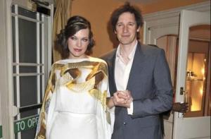 La fiesta se realizó en el jardín de la mansión que la pareja tiene en Beverly Hills. Es el tercer matrimonio de la actriz.